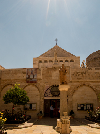 autonom�a: BETHLEHEM, Israel, July 12, 2015: The city of Bethlehem. The Church of St. Catherine and the statue of St. Hieronymus near the Basilica of the Nativity of the birth of Jesus Christ