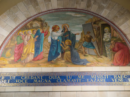 Bethany, Israel July 14, 2015: Mosaic. Bethany Church in commemorating the home of Mari, Martha and Lazarus, Jesus' friends as well as the tomb of Lazarus. Israel 新聞圖片