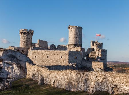 ogrodzieniec: OGRODZIENIEC, POLAND, November 6, 2015: The Ruins of Ogrodzieniec castle - Poland Editorial