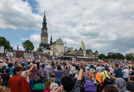 CZESTOCHOWA, 폴란드 - 2016 년 5 월 21 일 : Jigna Gora, Anniversary, 2016 년 5 월 21 일의 앞에서 Czestochowa Poland 모임, Vigil Catholic Charismatic Renewal meeting,
