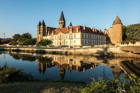 sacre coeur: La basilique du Sacré-C?ur à Paray-le-Monial, France Banque d'images