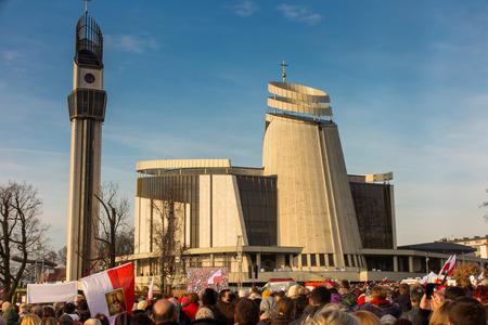 2016 年 11 月 19 日イエス ・ キリスト王ポーランド クラクフ ワギエブニキの慈悲の大聖堂での即位式。