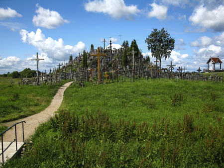 Hill of Crosses - a hill located several kilometers north of Szawla, near the town of Meszkucie (Lithuania). 版權商用圖片