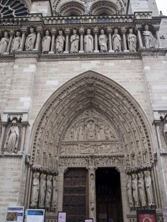 Sculptures at the entrance to the cathedral Notre Dame de Paris. Notre Dame - famous Gothic, Roman Catholic cathedral on eastern half of Cite Island, Paris, France. Standard-Bild