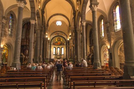 La Salette, Frankreich, 26. Juni 2019: Heiligtum der weinenden Gottesmutter in den französischen Alpen, Innenraum der Kirche.