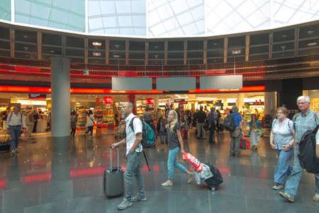 Frankfurt am Main, Germany, June 28, 2019. Passengers waiting for departures at the airport terminal in Frankfurt am Main, Germany Foto de archivo - 150130215