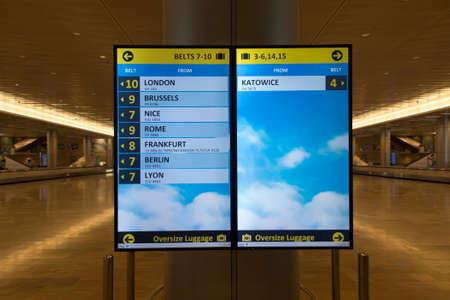 TEL AVIV, ISRAEL, JANUARY 25, 2020: Tape number signs, baggage pickup location at Tel Aviv airport, Israel. 新聞圖片