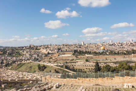 Panorama overlooking the Old City of Jerusalem, Israel, including the Dome of the Rock and the Western Wall. Taken from the Mount of Olives. 版權商用圖片