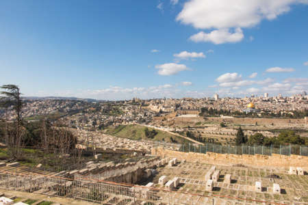 Panorama overlooking the Old City of Jerusalem, Israel, including the Dome of the Rock and the Western Wall. Taken from the Mount of Olives. Standard-Bild