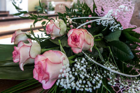 a bouquet of vivid flowers of white-pink roses with a nice shading 版權商用圖片