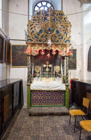 Bethlehem, Palestine - January 28, 2020: Fragment of the renovated interior of the Basilica of the Nativity in Bethlehem. Mosaics on the walls, side altar 新聞圖片