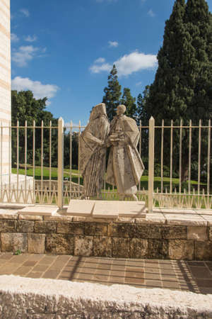 Statue of Pope Paul VI and Patriarch Atenogoras I that is next to the Basilica of the Annunciation in Nazareth, Israel. Dialogue between religions 新聞圖片