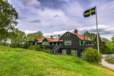 bandera de suecia: los edificios típicos de Gamla Uppsala, Suecia