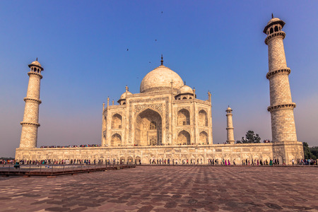 mughal empire: Sideview of the Taj Mahal in Agra, India