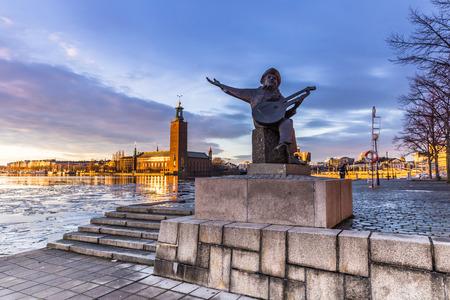 スウェーデン ・ ストックホルムの市庁舎で音楽家の像