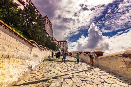 misterious: August 13, 2014 - Going to Potala Palace in Lhasa, Tibet