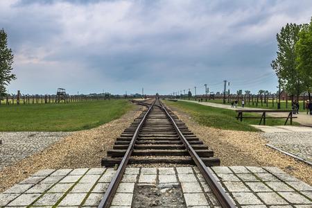 アウシュビッツ ビルケナウ強制収容所、ポーランドのアウシュビッツ、ポーランド - 2016 年 5 月 14 日: 鉄道トラック