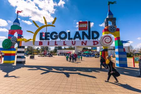 レゴランド、Bilund の Bilund, デンマーク - 2017 年 4 月 30 日: 入り口