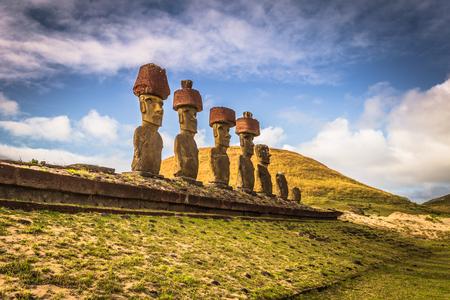 Anakena beach, Easter Island - July 10, 2017: Moai altar of Anakena beach, Easter Island Imagens