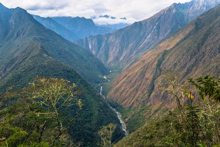 페루의 잉카 트레일의 야생 풍경