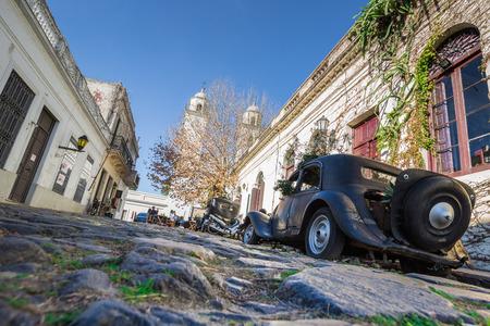 Colonia Del Sacramento - July 02, 2017: Old vintage car in the old town of Colonia Del Sacramento, Uruguay Imagens - 97410557
