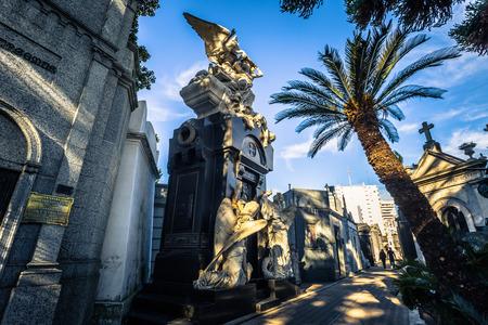 Buenos Aires - 01 juillet 2017: statue religieuse au cimetière de Recoleta à Buenos Aires, Argentine