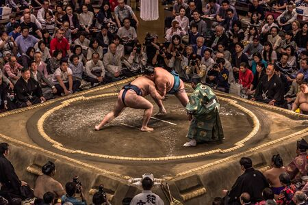 Tokyo - 19 maggio 2019: incontro di lotta di sumo nell'arena Ryogoku, Tokyo, Giappone