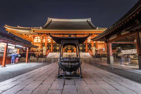 Tokio - 20 maja 2019: Nocne ujęcie świątyni Sensoji w Asakusa, Tokio, Japonia Publikacyjne