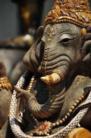 ganesh: Ganesh escultura de hormig�n bajo la luz diurna Foto de archivo