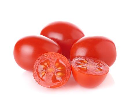 tomate cherry: Uva o tomates cherry aislados en fondo blanco.