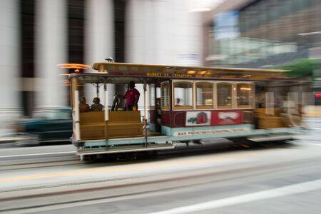샌프란시스코: panning cable car, San Francisco, California 스톡 사진