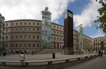 Reyna Sofia Museum, hier kunt u zich vele moderne schilderkunst, zoals de picassos Guernica Stockfoto - 934722