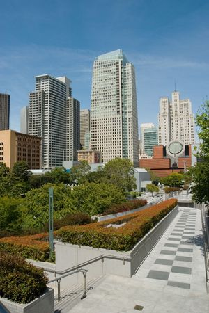 The Esplanade could be considered the front yard of downtown San Francisco. The five and one-half acres of meadows, trees, flowers, falling water, public art, and small cafes are all arranged in an open-arms gesture of welcome Foto de archivo