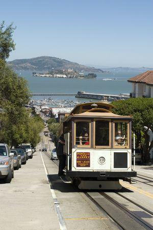 Kabel baan met Alcatraz in de achtergrond San Francisco Californië  Stockfoto - 1180314