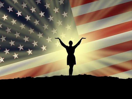 alabando a dios: God Bless America mostrando una enorme bandera americana en el cielo y una mujer orando y alabando a Dios por Am�rica Foto de archivo