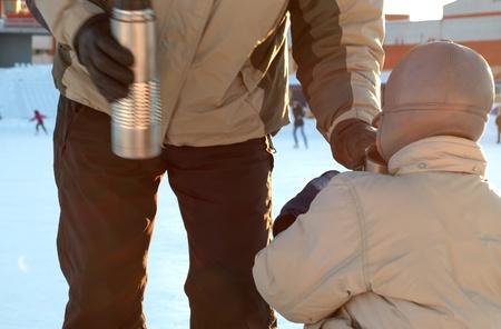 Careful father takes care of son. 版權商用圖片