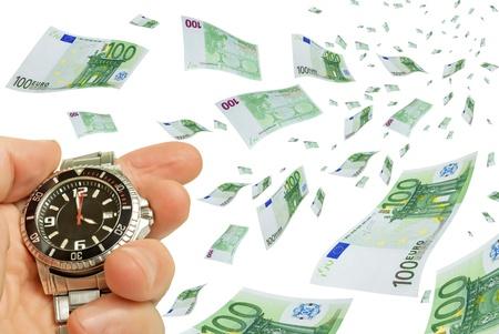 Collage met vliegende euro biljetten in zijn hand en een klok.