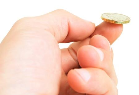 白い背景で隔離の指にコインと手