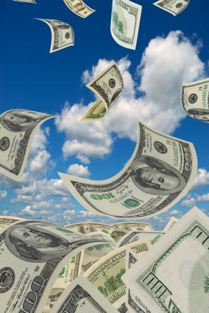 cash money: Dólares deformados recogidos en un montón Foto de archivo