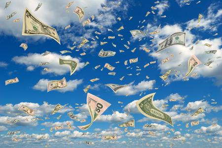 Geld in vliegen in de lucht Stockfoto