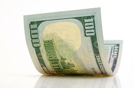 Gebogen honderd dollar bill close-up op een licht vliegtuig. Stockfoto - 35759341
