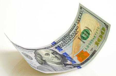湾曲した 100 ドル札が軽飛行機にクローズ アップ。 写真素材