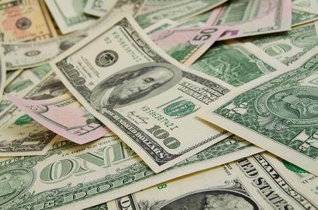 pieniądze: Wiele pieniężnych dolarów.