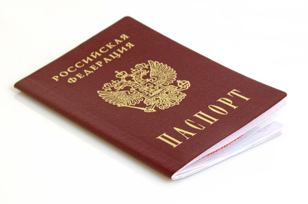 pasaporte: Pasaporte ruso de cerca sobre un fondo claro. Foto de archivo