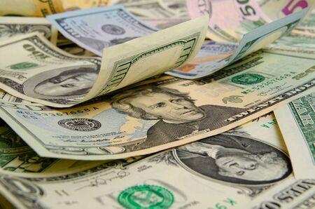 to cash: Dólares en efectivo acostado en el avión.