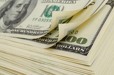 平面の上に横たわる現金ドル。 写真素材
