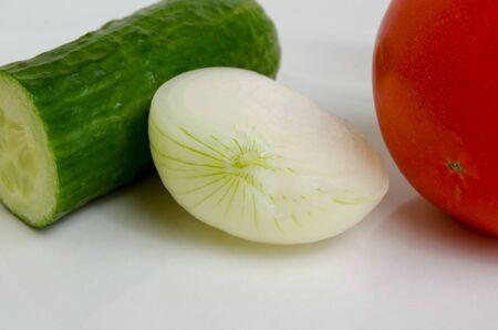 celulosa: Tomato, cucumber and onion for preparation of salads.