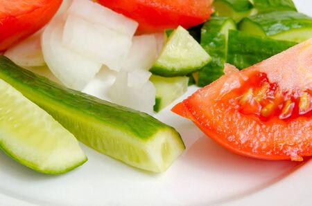 celulosa: Preparación de la ensalada de los pepinos y los tomates frescos.