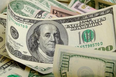 cash money: Dólares en efectivo acostado en el avión.