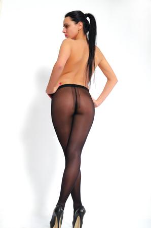 prostituta: La muchacha atractiva, de piernas largas, labios gruesos en pantimedias.